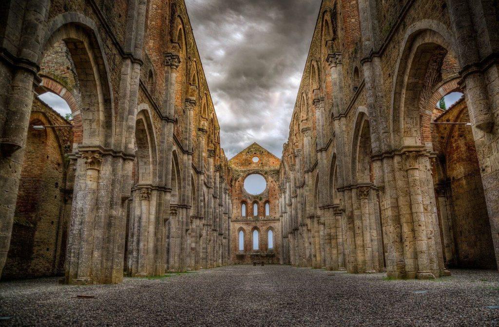 abbazia san galgano da vistare a Pasqua in Toscana